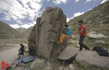 Bouldering in Chatru, India - A Climber's Paradise | 4Play