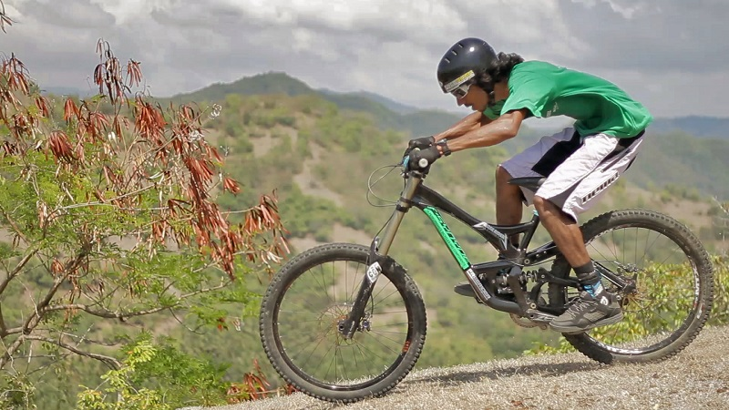 Downhill-Biking-In-India-Athlete-and-Ecosystem-image-2