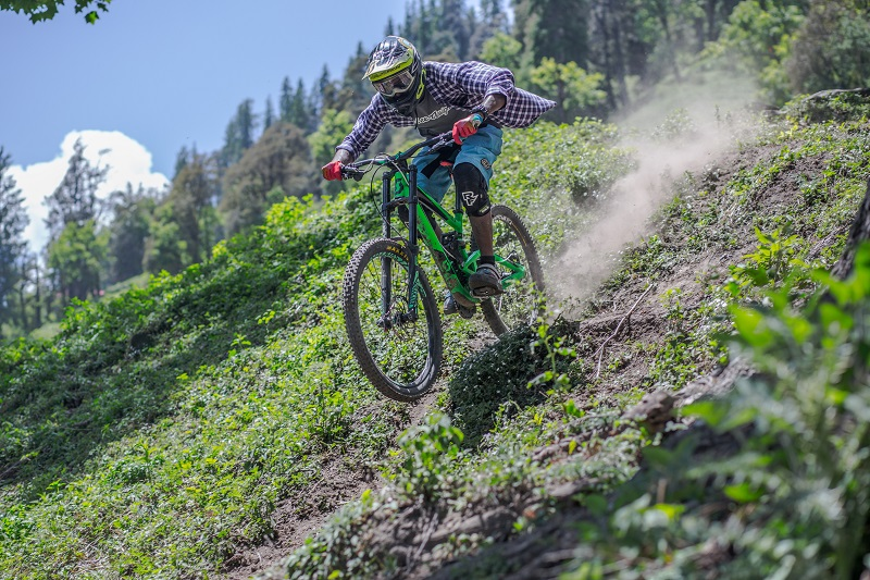 Downhill-Biking-In-India-Athlete-and-Ecosystem-image-5