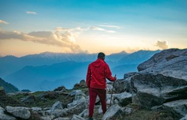 What does one need to consider when trekking solo vs with a group | 4Play.in